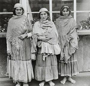 """""""Zigeunerinnen"""" im Warschauer Ghetto Photographie Warschau, 1941-1943 DHM, Berlin Schönstein 1929"""
