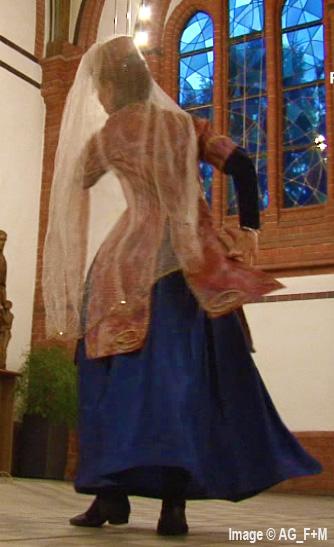 AG-F+M INTERKULTURELLE VERANSTALTUNG in der St. Josef Kirche 6 Dezember 2014 Armenischer Tanz ,von Maralik. Tänzerin: Marina Maas