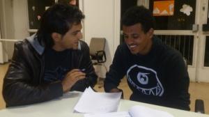 AG F+M Deutschunterricht: Füchtling aus Syrien gibt Deutschunterricht an neuangekommenen Flüchtling aus Eritrea