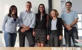 Ehrenamtliche der Arbeitsgruppe Flucht+Menschenrechte AG F+M) im Gesprä̱ch mit dem Landesamt für Flüchtlinge (LAF). Von links: Nour Omar, Sascha Langenbach, Rebecca Sommer, Claudia Langenheine, Siamak Arjoman